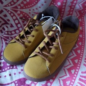 Cat & Jack Mustard Seed Asher Boys Shoes Size 12